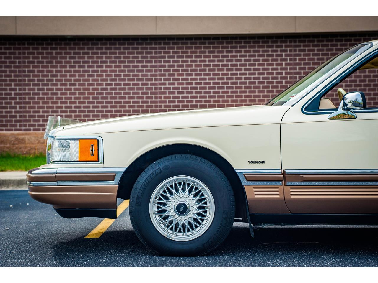 Large Picture of 1990 Town Car located in Illinois - $16,500.00 - QB8G