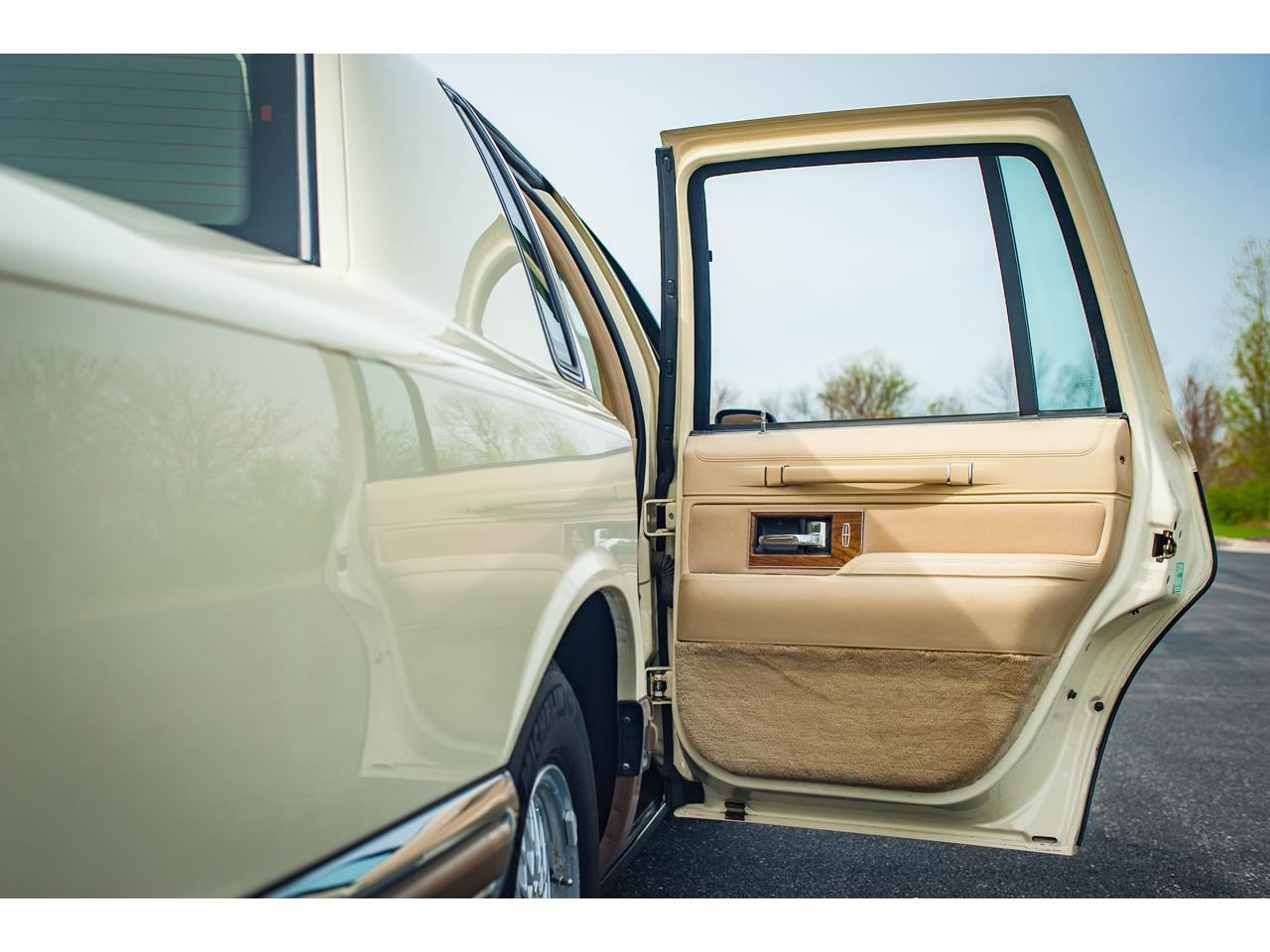 Large Picture of 1990 Lincoln Town Car - QB8G