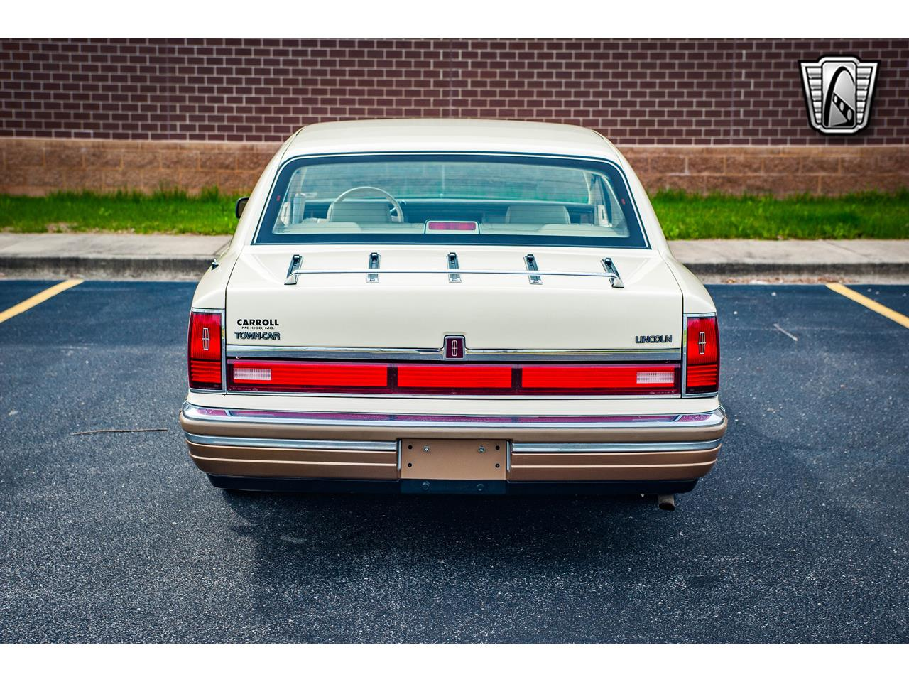 Large Picture of '90 Town Car - QB8G