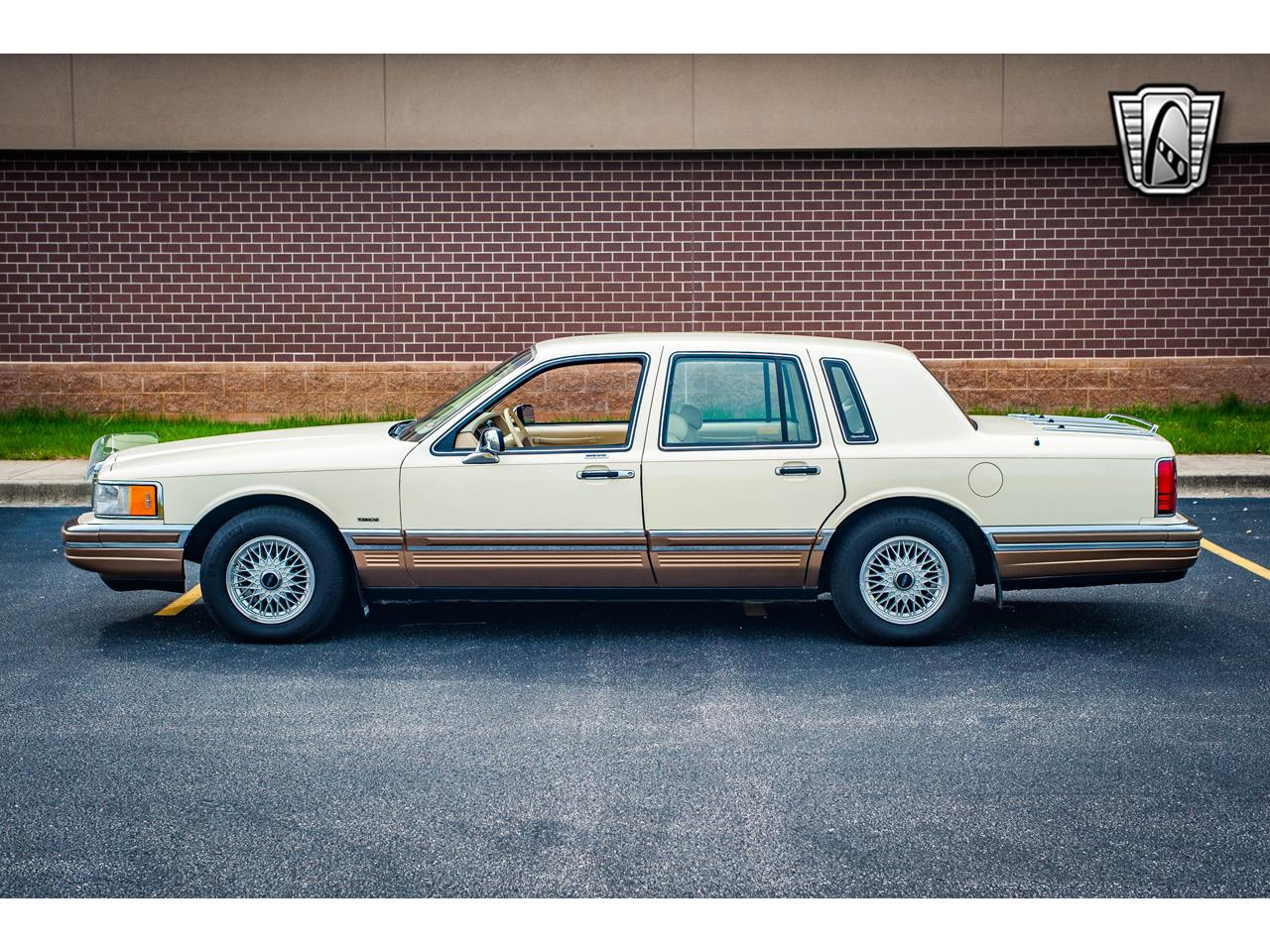 Large Picture of 1990 Lincoln Town Car located in O'Fallon Illinois - $16,500.00 - QB8G