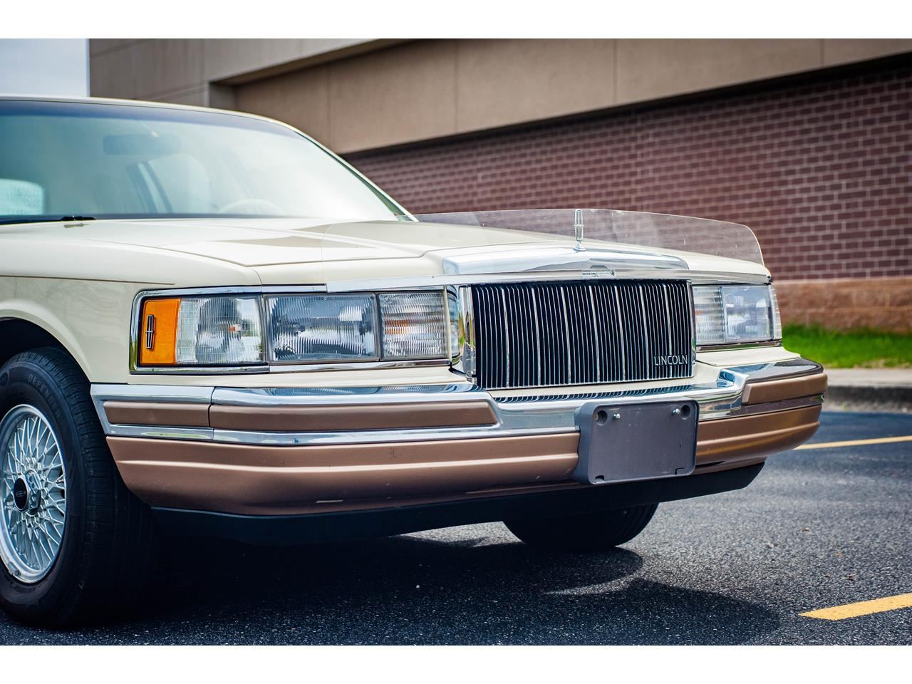 Large Picture of '90 Lincoln Town Car located in Illinois Offered by Gateway Classic Cars - St. Louis - QB8G
