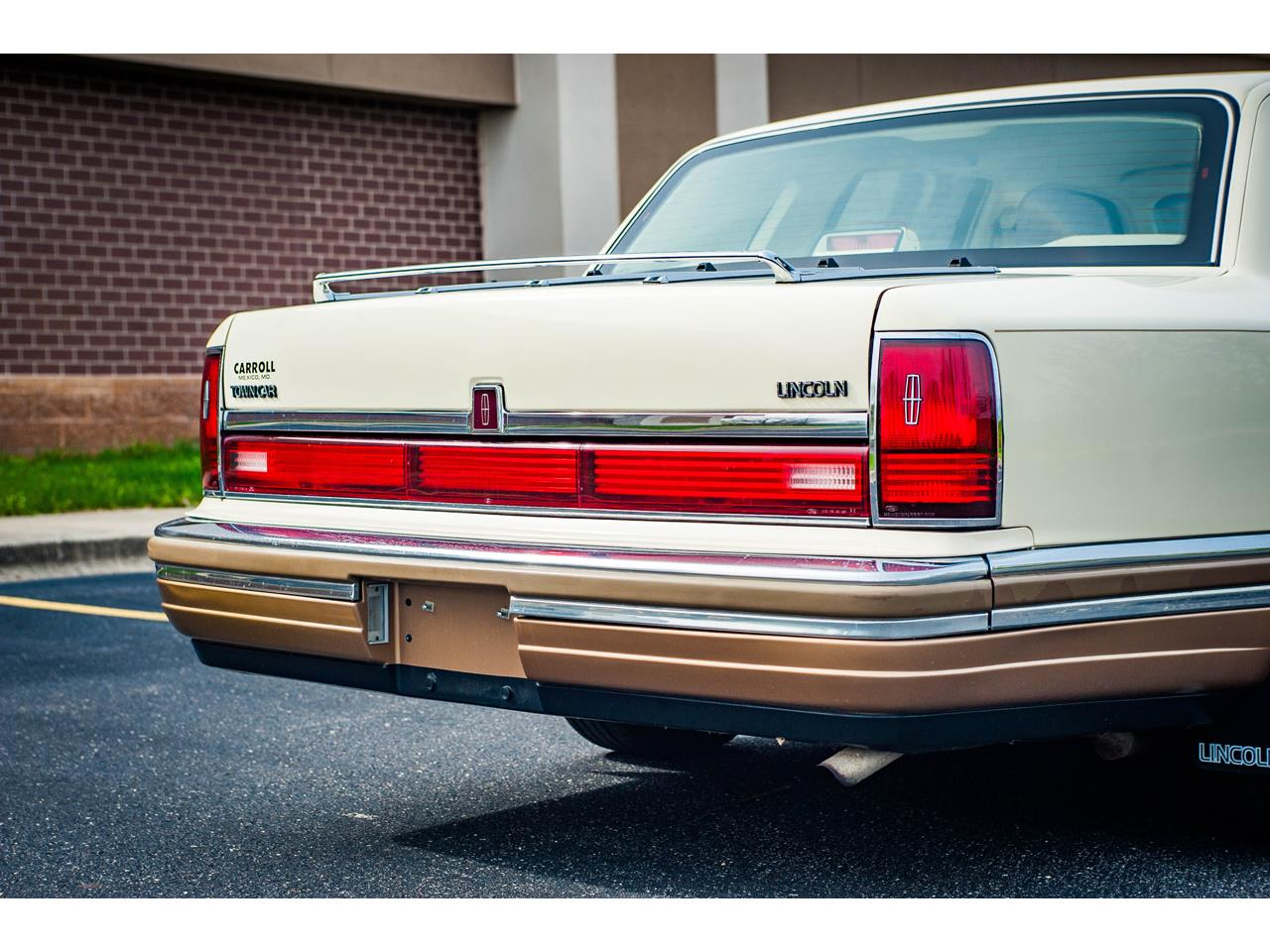 Large Picture of 1990 Lincoln Town Car - $16,500.00 - QB8G