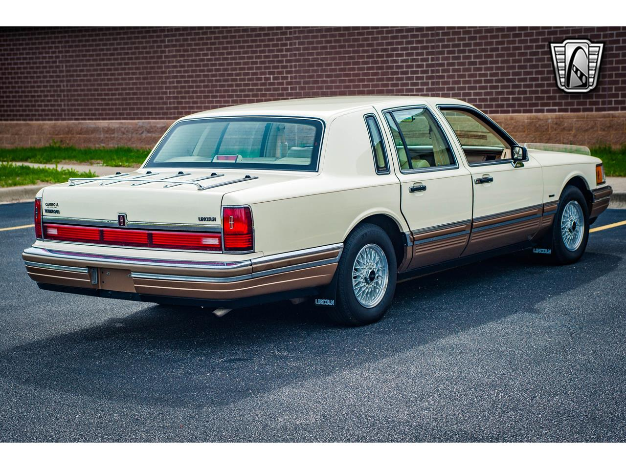 Large Picture of 1990 Town Car located in Illinois - QB8G