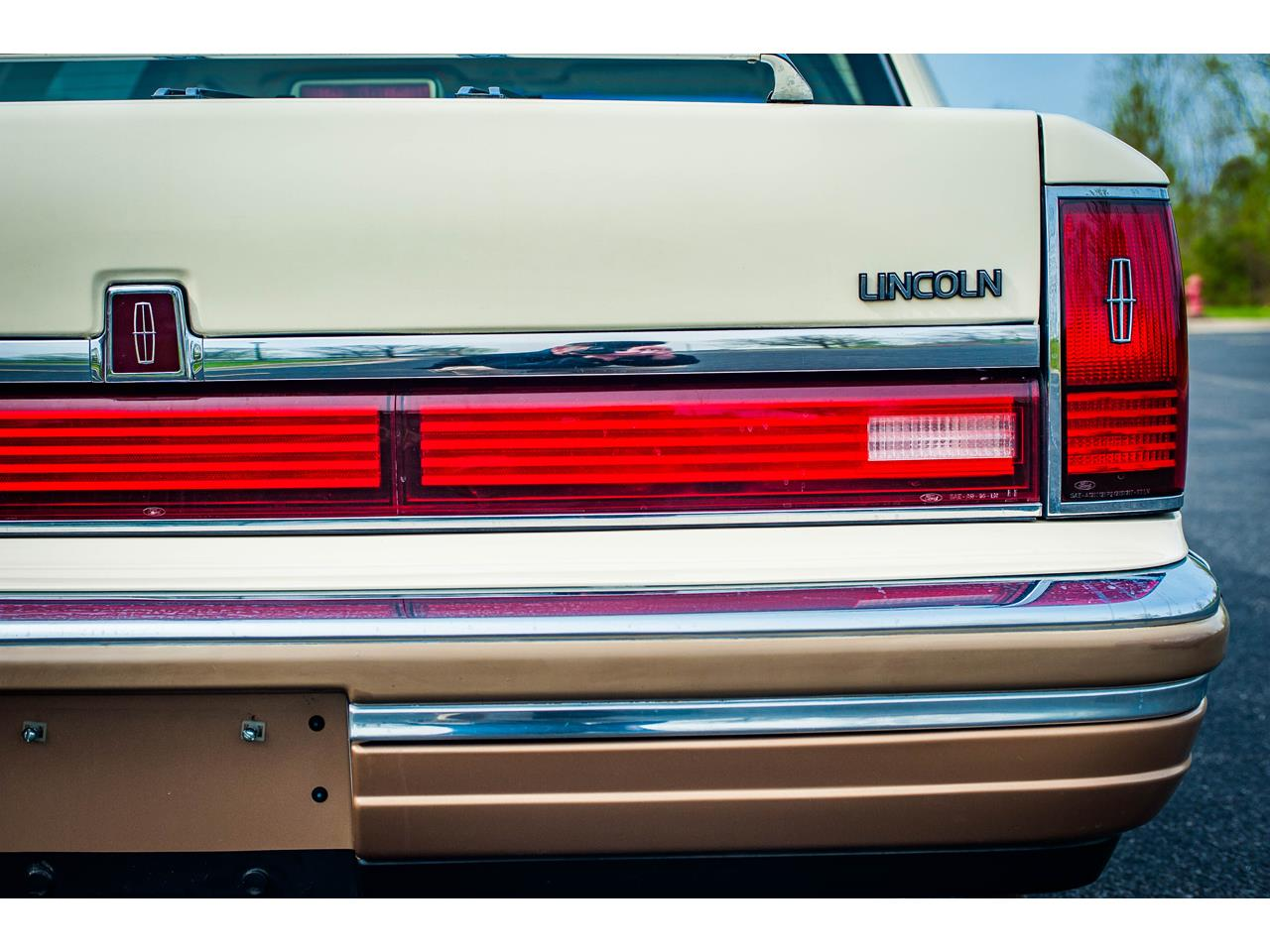 Large Picture of '90 Lincoln Town Car Offered by Gateway Classic Cars - St. Louis - QB8G