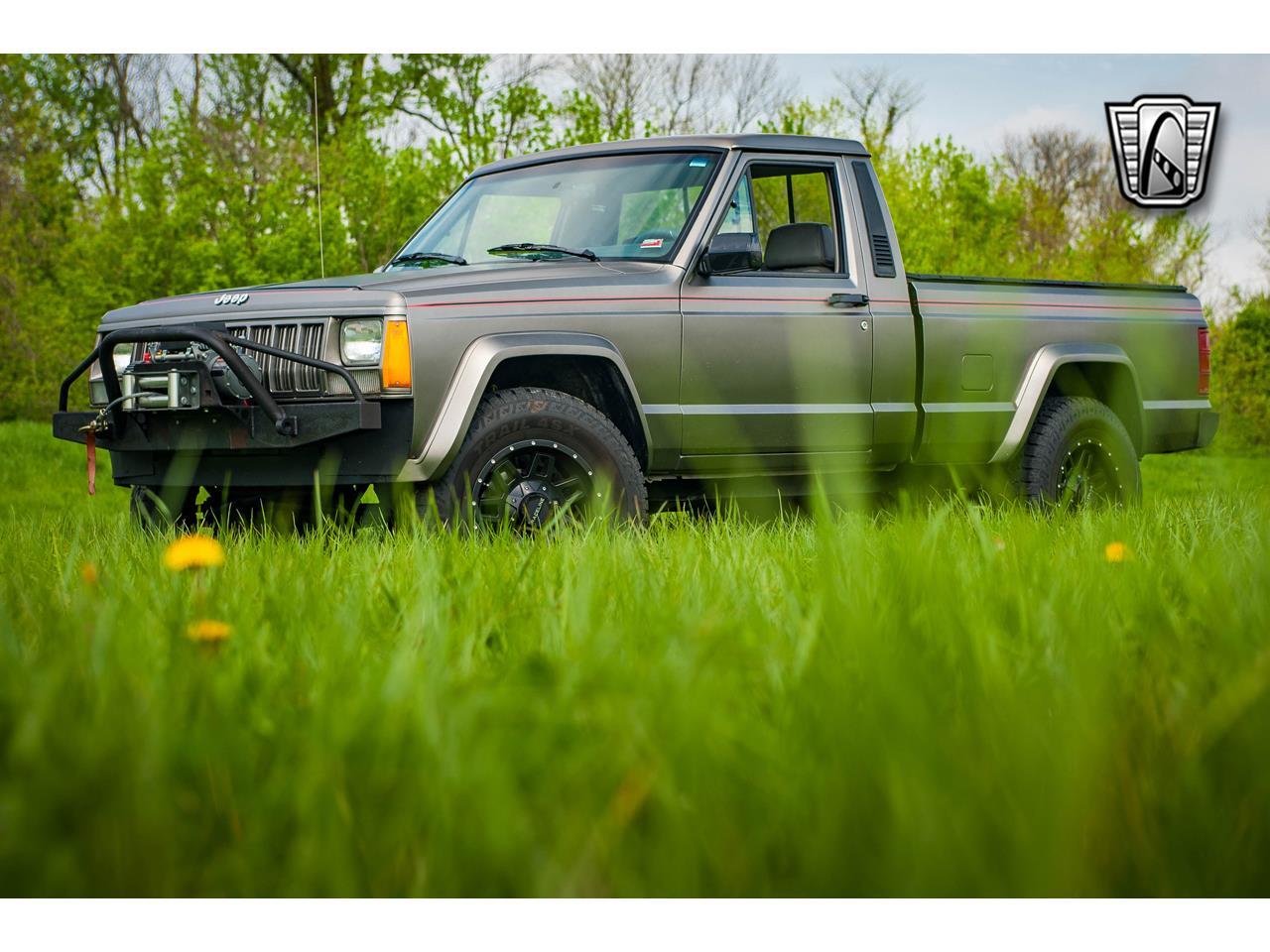 Large Picture of '90 Comanche located in O'Fallon Illinois - QB8P