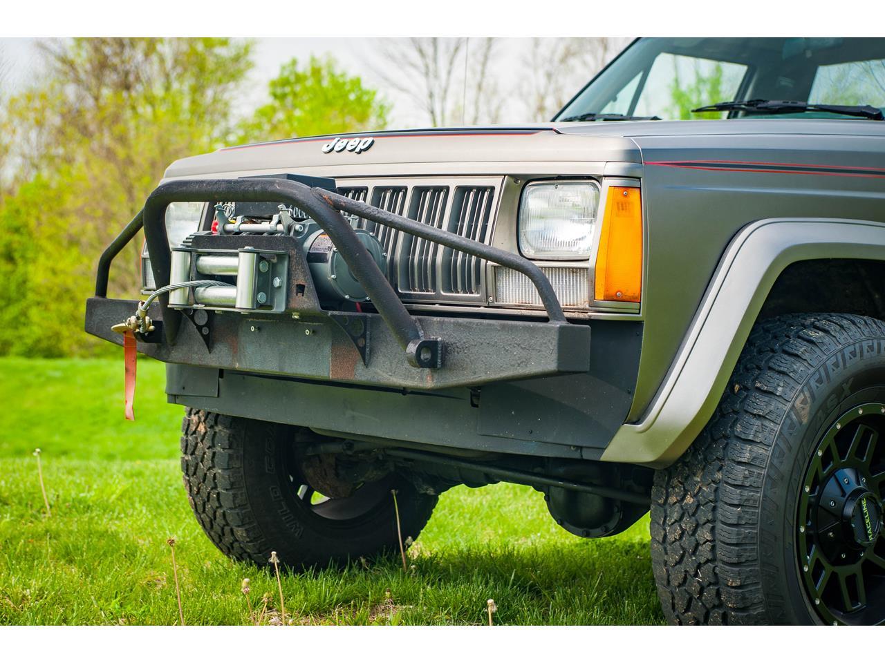 Large Picture of 1990 Jeep Comanche located in O'Fallon Illinois - QB8P