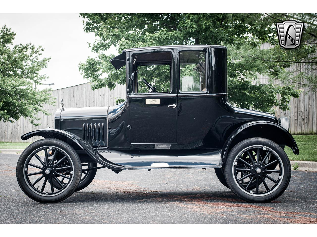 Large Picture of 1925 Model T - QB96