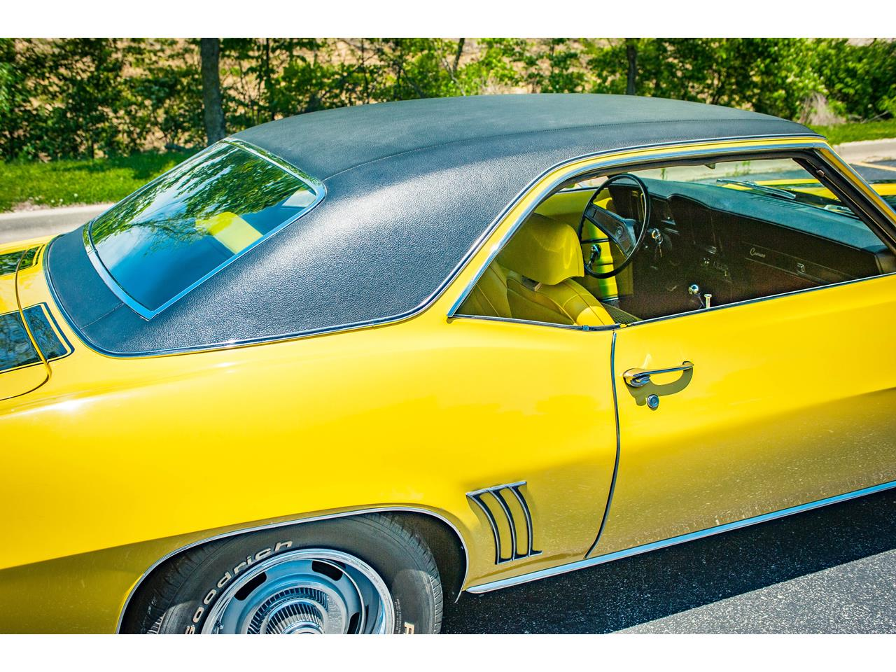 Large Picture of Classic '69 Camaro located in O'Fallon Illinois Offered by Gateway Classic Cars - St. Louis - QB9B