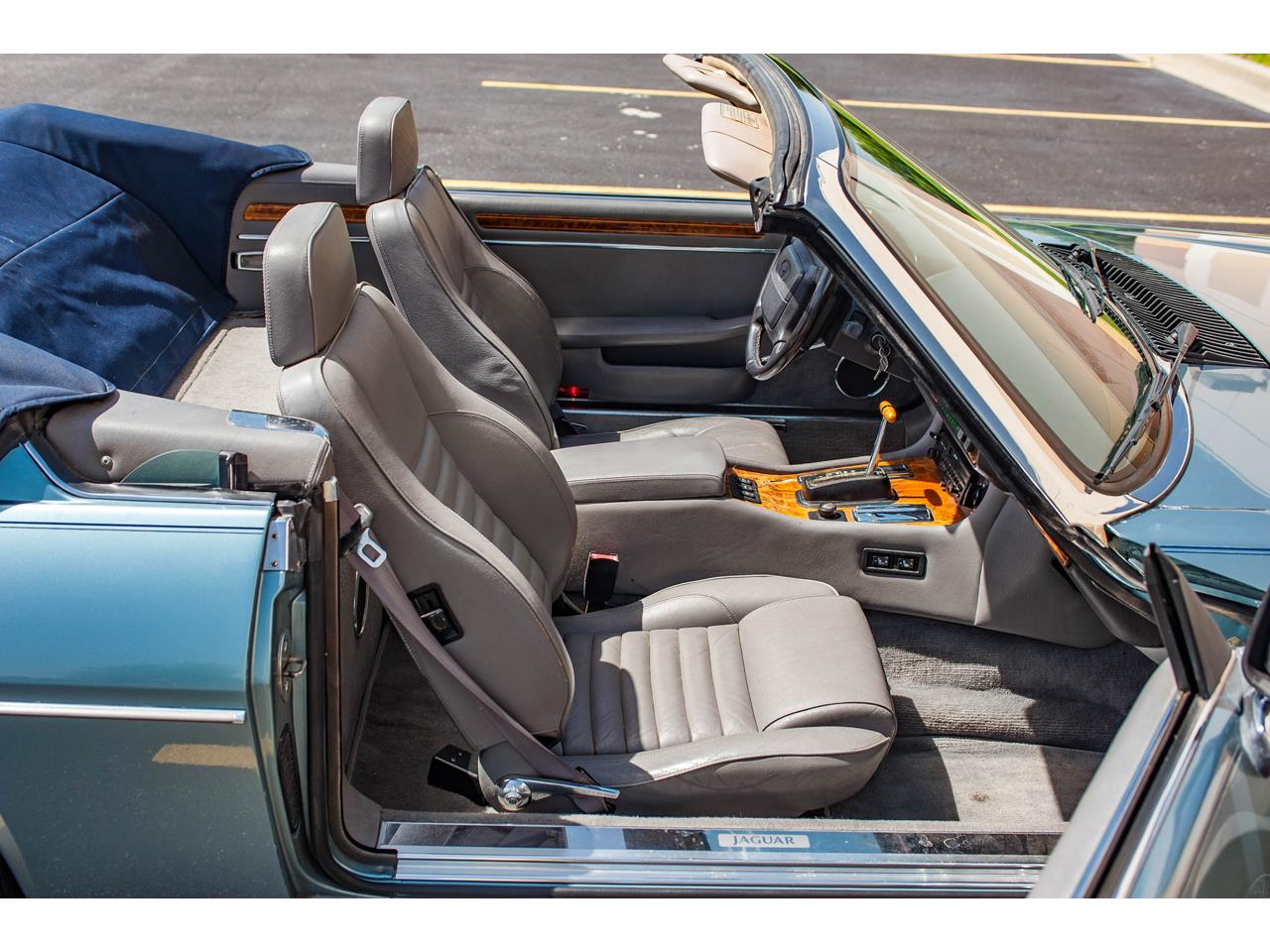 Large Picture of 1990 XJS located in O'Fallon Illinois Offered by Gateway Classic Cars - St. Louis - QB9E