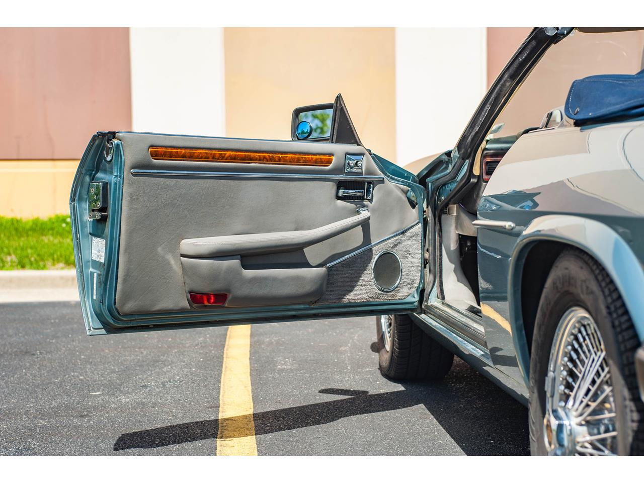 Large Picture of '90 Jaguar XJS located in Illinois - $15,500.00 - QB9E