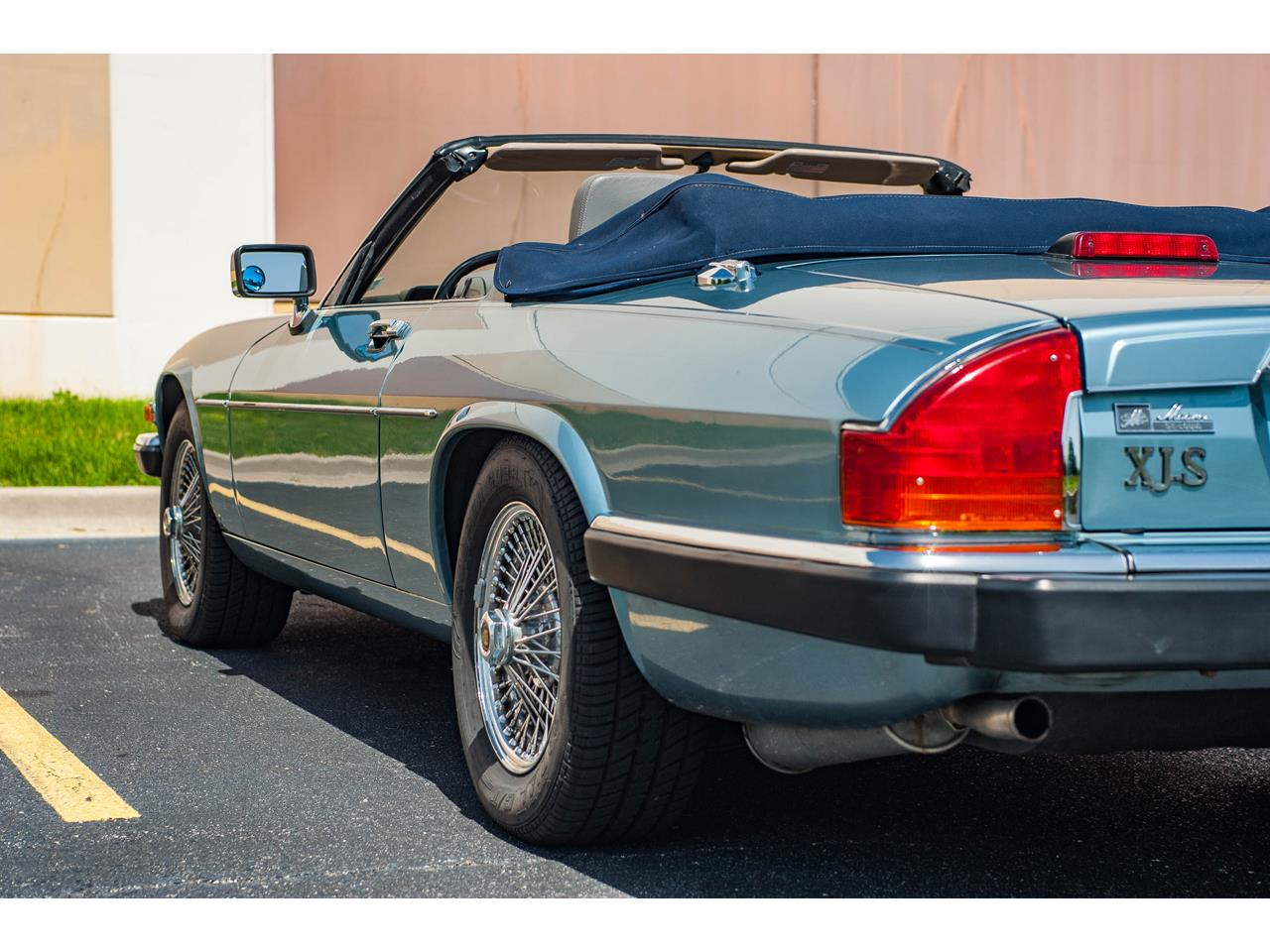 Large Picture of '90 Jaguar XJS located in O'Fallon Illinois - $15,500.00 Offered by Gateway Classic Cars - St. Louis - QB9E