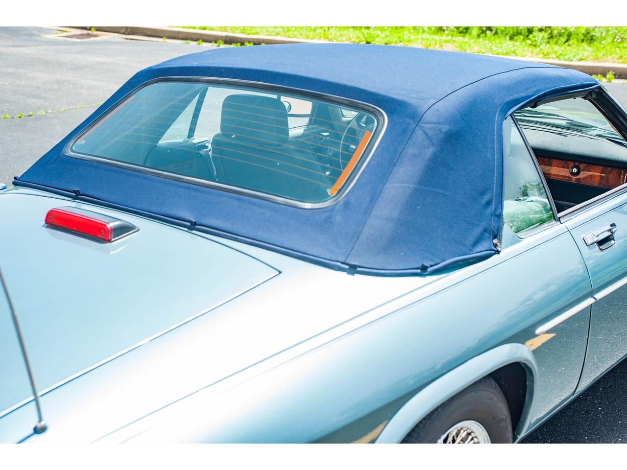 Large Picture of '90 Jaguar XJS located in Illinois - QB9E