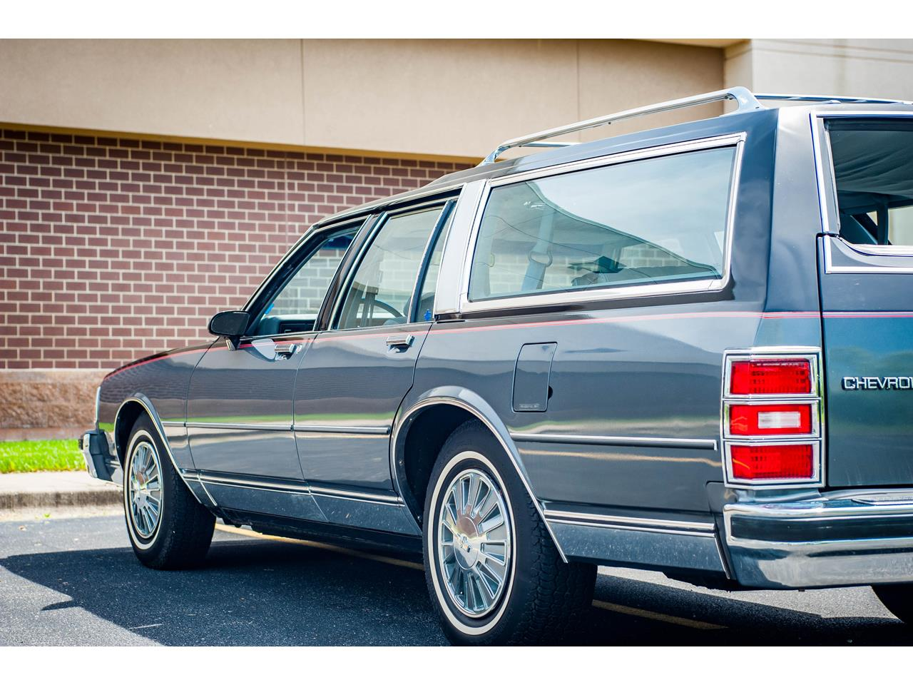 Large Picture of 1989 Chevrolet Caprice located in O'Fallon Illinois Offered by Gateway Classic Cars - St. Louis - QB9K
