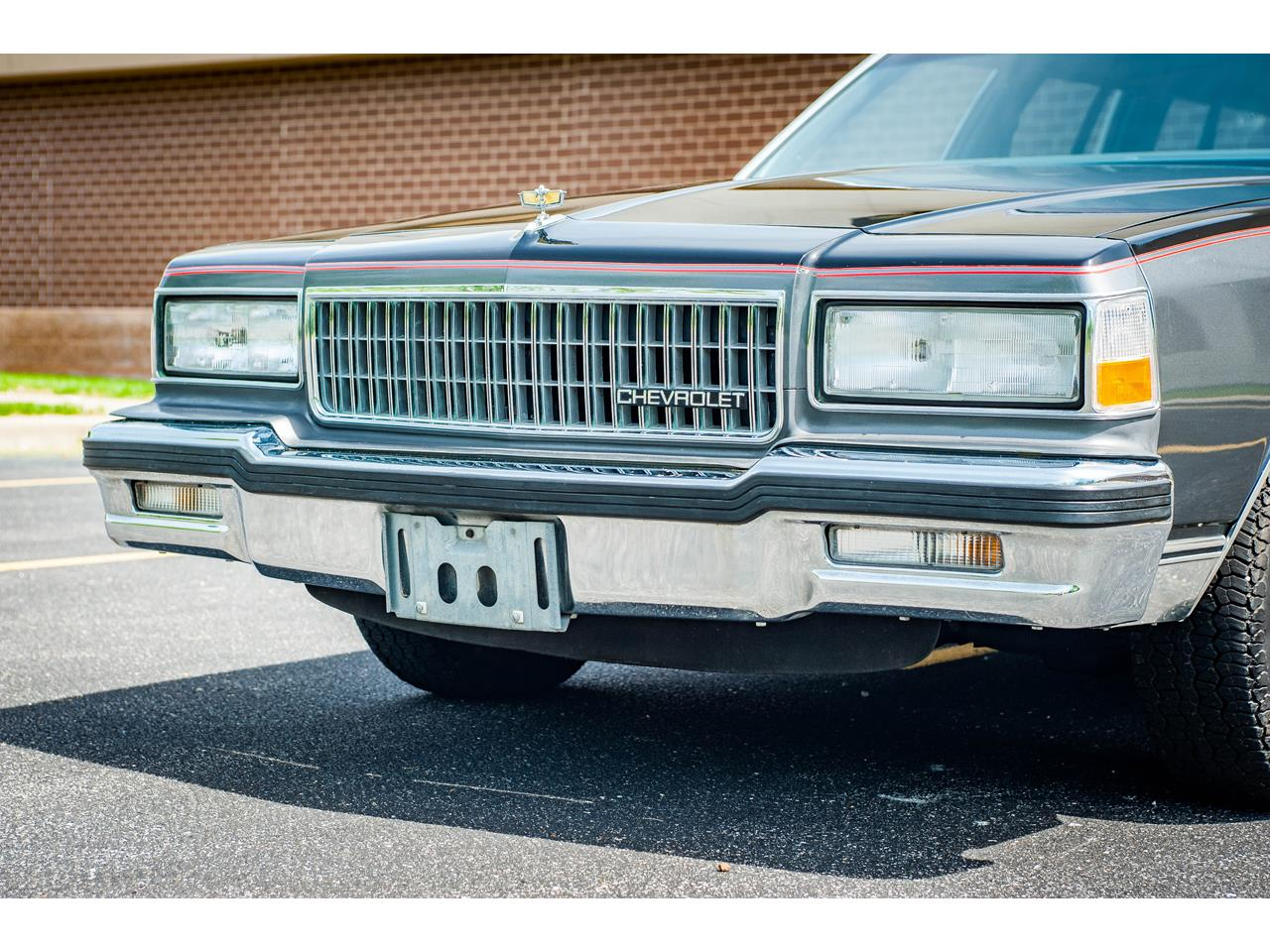 Large Picture of '89 Chevrolet Caprice located in O'Fallon Illinois - $17,995.00 - QB9K