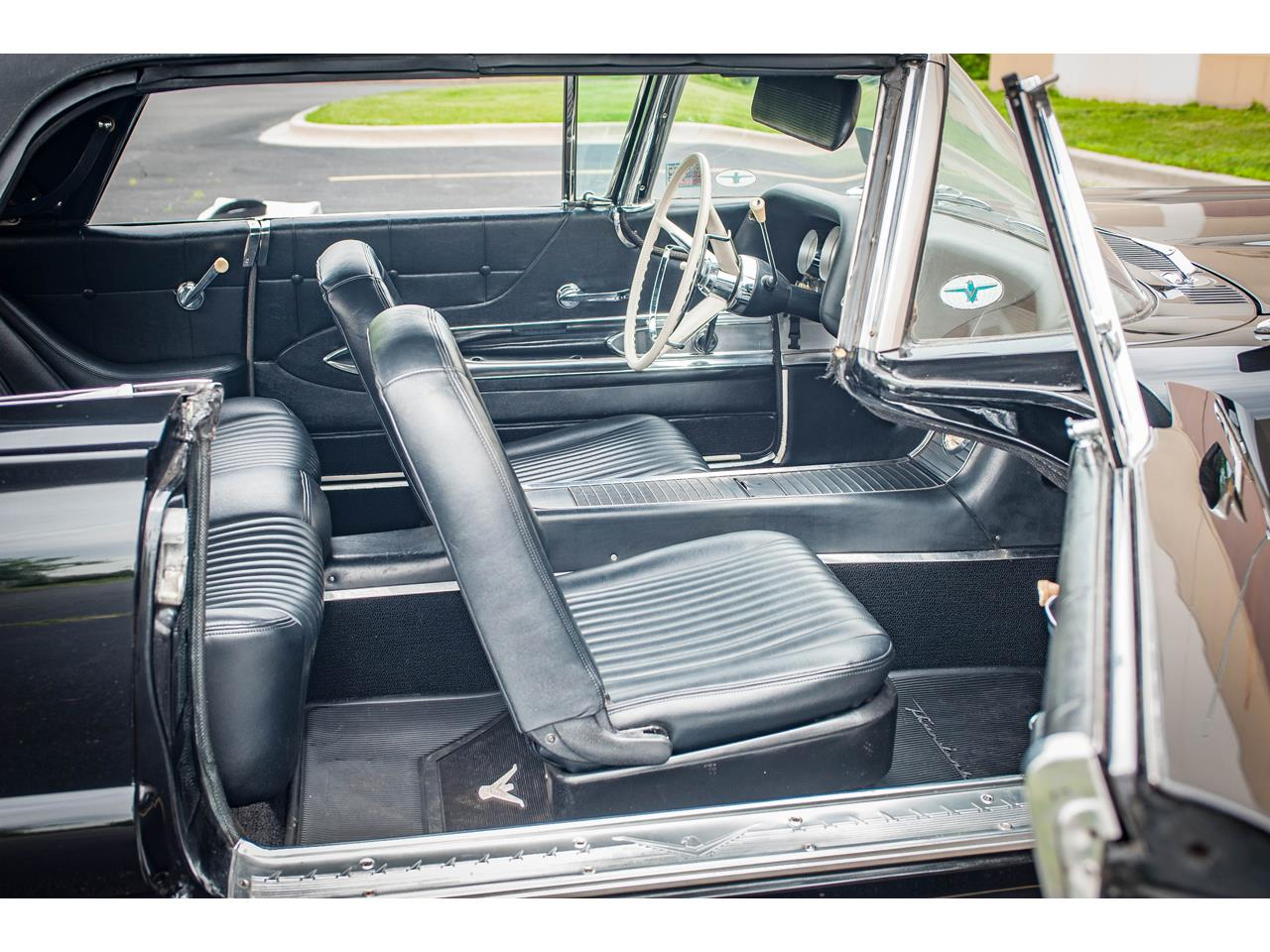 Large Picture of Classic '60 Ford Thunderbird - QB9W