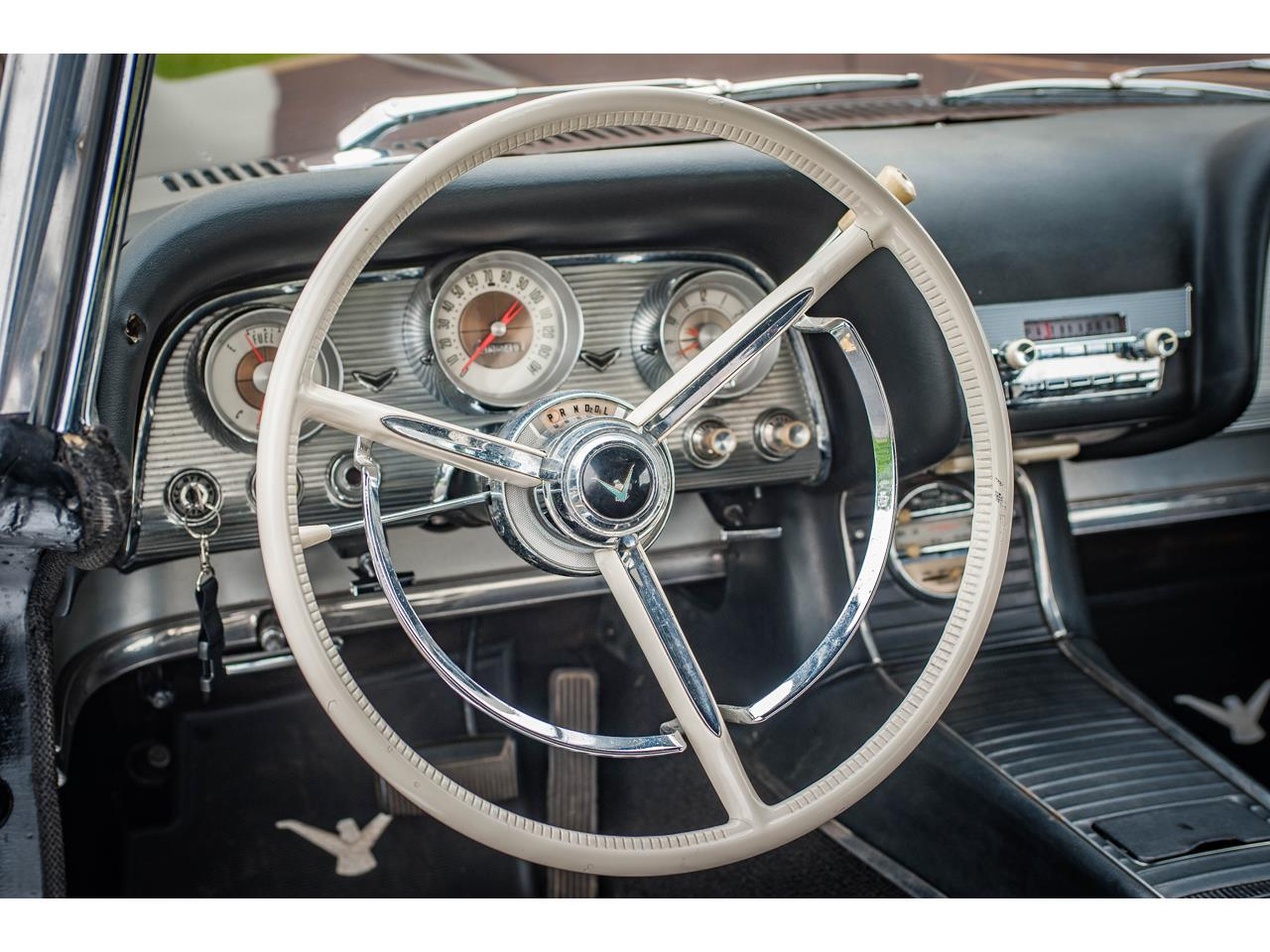 Large Picture of Classic '60 Thunderbird located in Illinois - QB9W