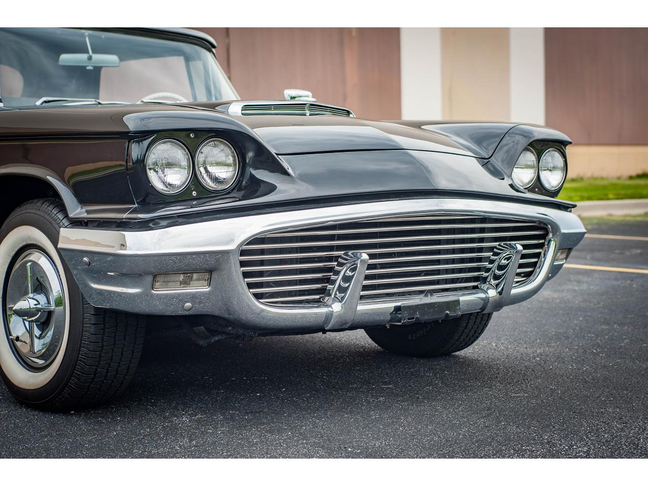 Large Picture of Classic 1960 Thunderbird located in O'Fallon Illinois - QB9W