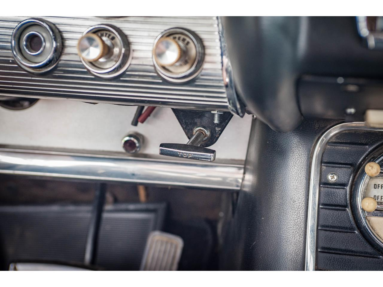 Large Picture of '60 Ford Thunderbird Offered by Gateway Classic Cars - St. Louis - QB9W