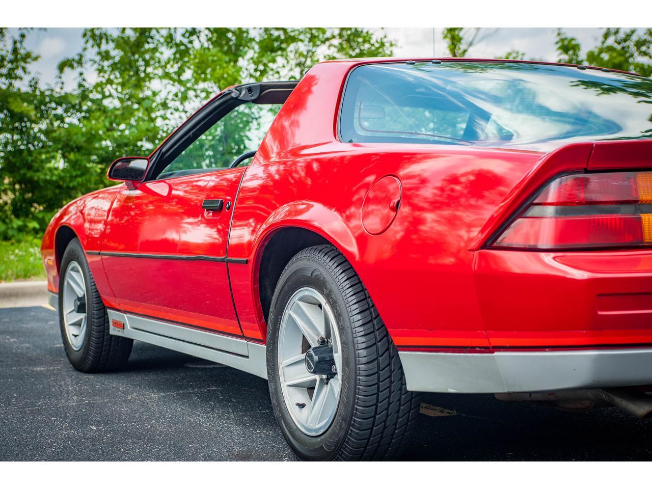 Large Picture of '84 Chevrolet Camaro located in O'Fallon Illinois - QB9Y