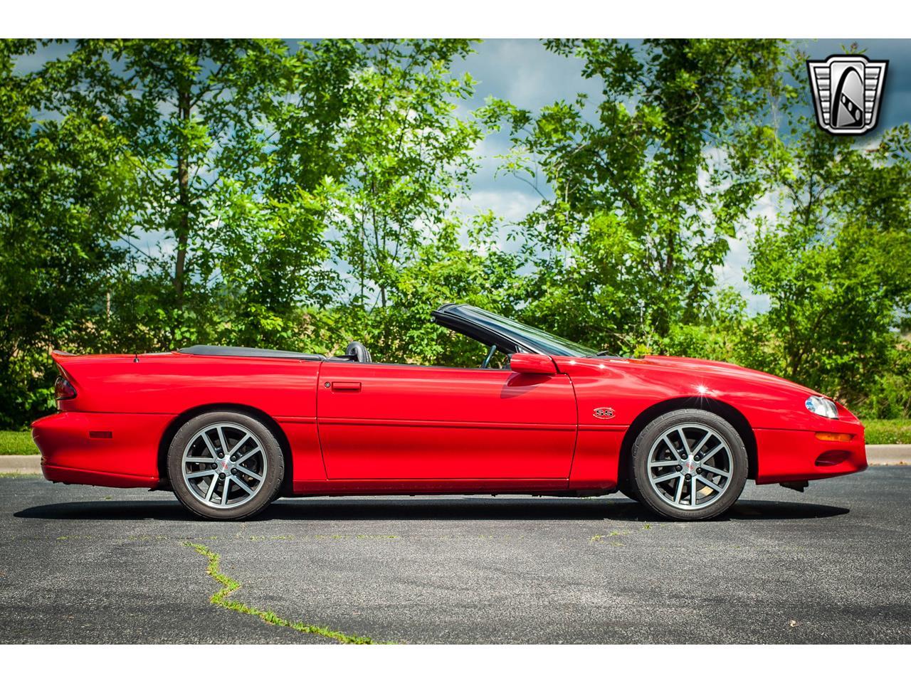 Large Picture of 2002 Camaro located in O'Fallon Illinois - QB9Z