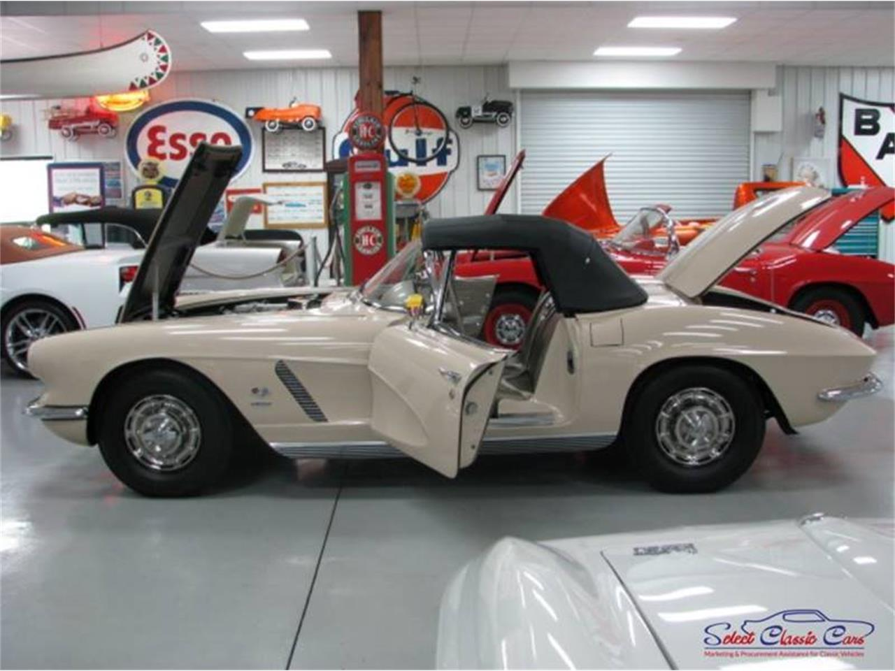 Large Picture of Classic '62 Chevrolet Corvette Offered by Select Classic Cars - QBDD