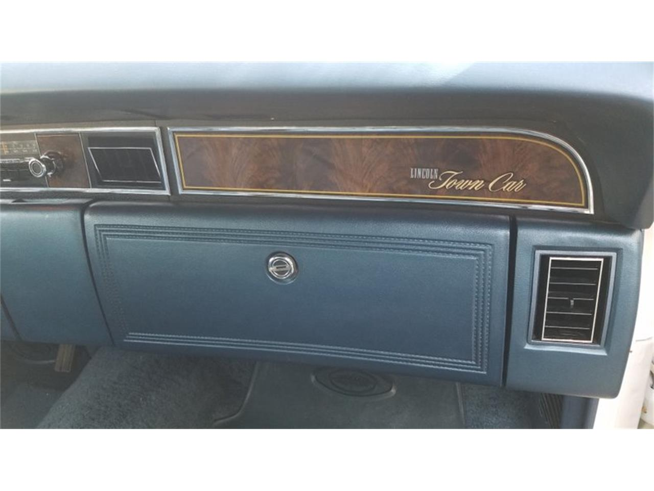 Large Picture of '77 Town Car - QBGO