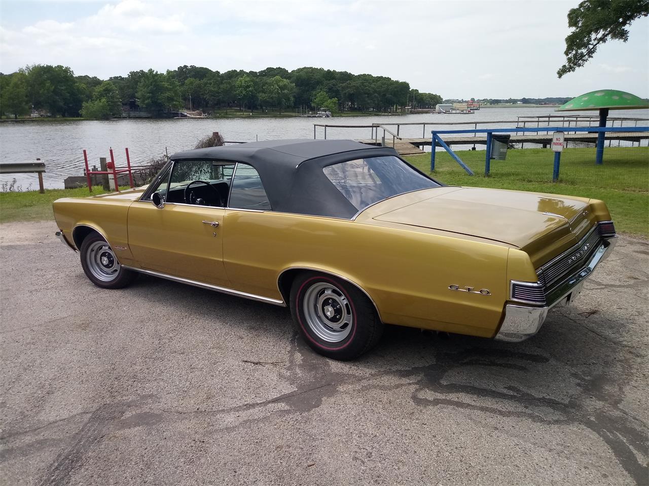 Large Picture of Classic 1965 Pontiac GTO located in Alvarado Texas - QC61