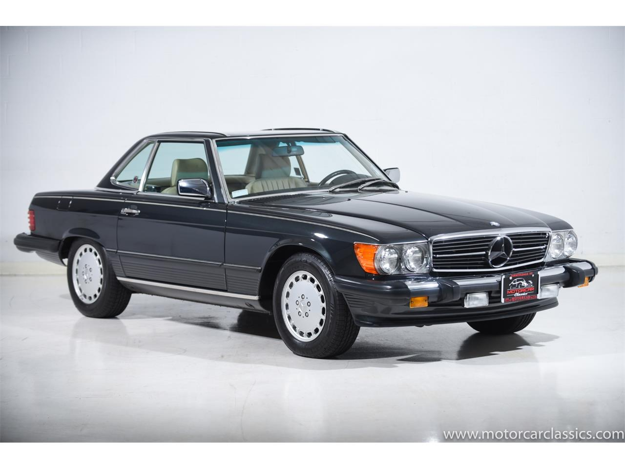 Large Picture of '89 Mercedes-Benz 560 located in Farmingdale New York - $74,900.00 Offered by Motorcar Classics - QCYV