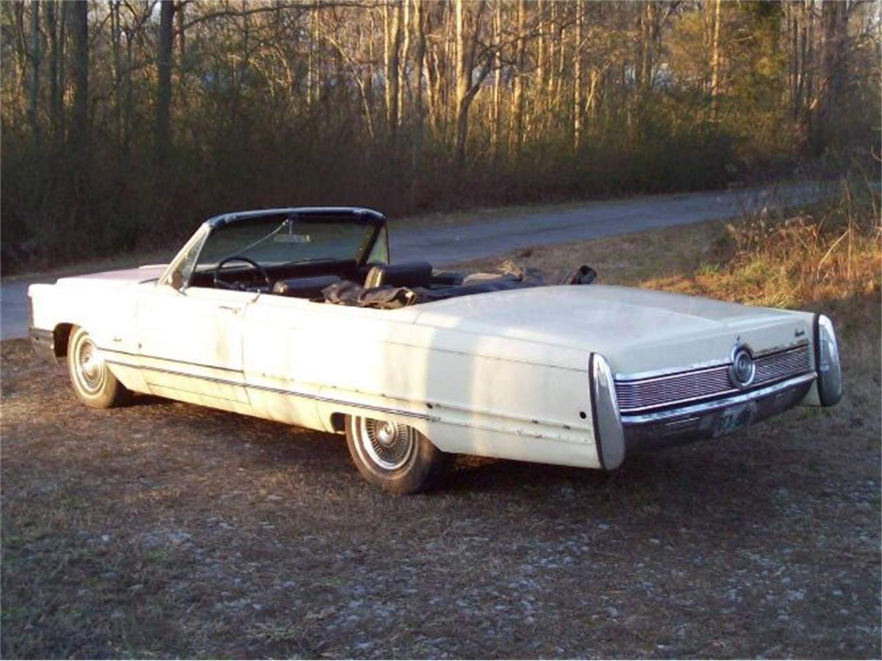 Large Picture of 1968 Chrysler Imperial located in Michigan Offered by Classic Car Deals - QDW1