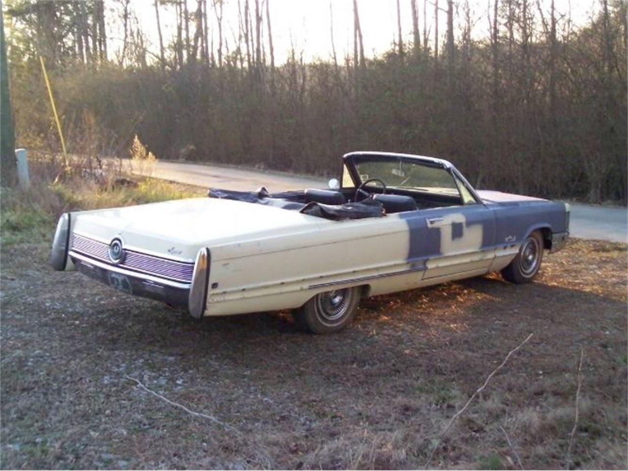 Large Picture of '68 Chrysler Imperial located in Cadillac Michigan Offered by Classic Car Deals - QDW1