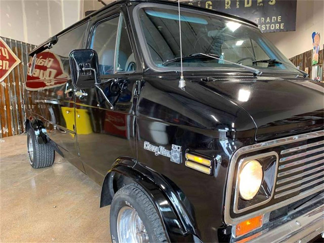 Large Picture of '77 Van - QE4D