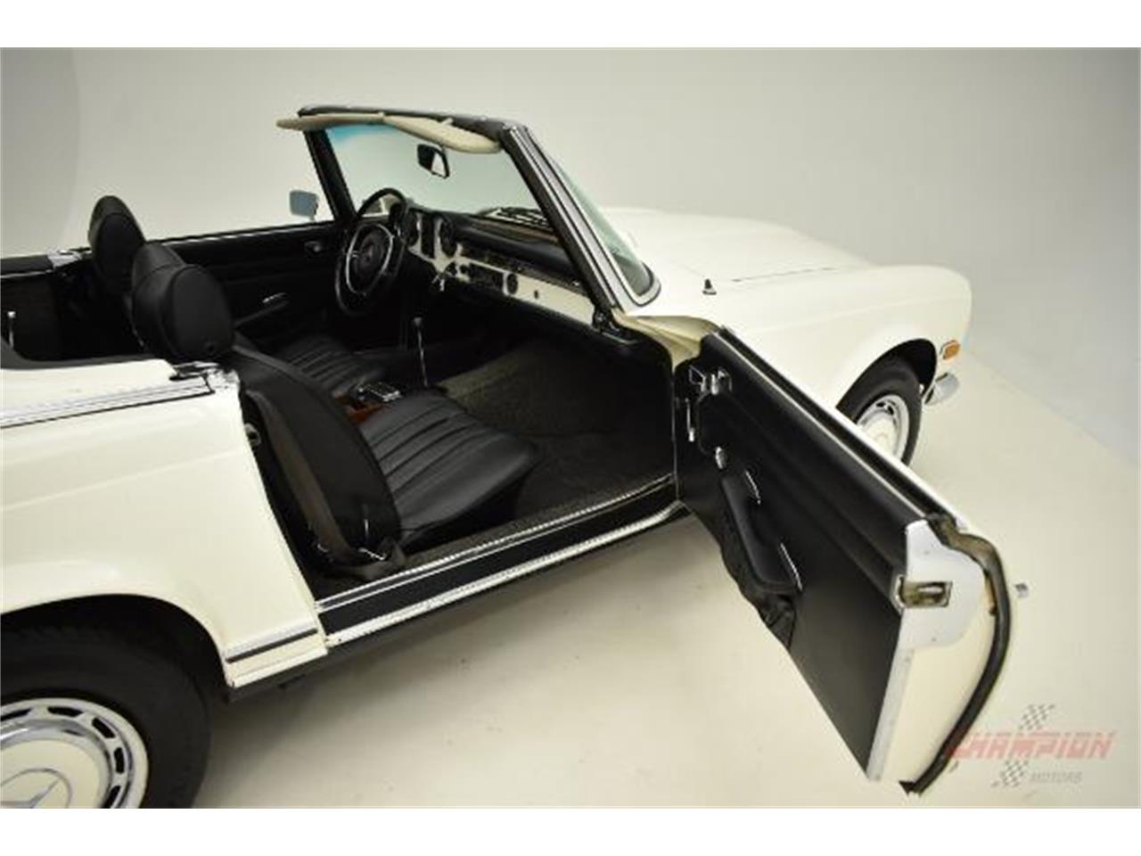 Large Picture of Classic '71 Mercedes-Benz 280SL located in New York Offered by Champion Motors International - QE4X