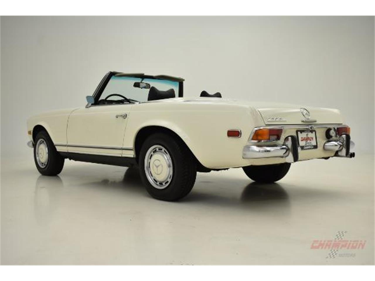 Large Picture of Classic '71 Mercedes-Benz 280SL Offered by Champion Motors International - QE4X