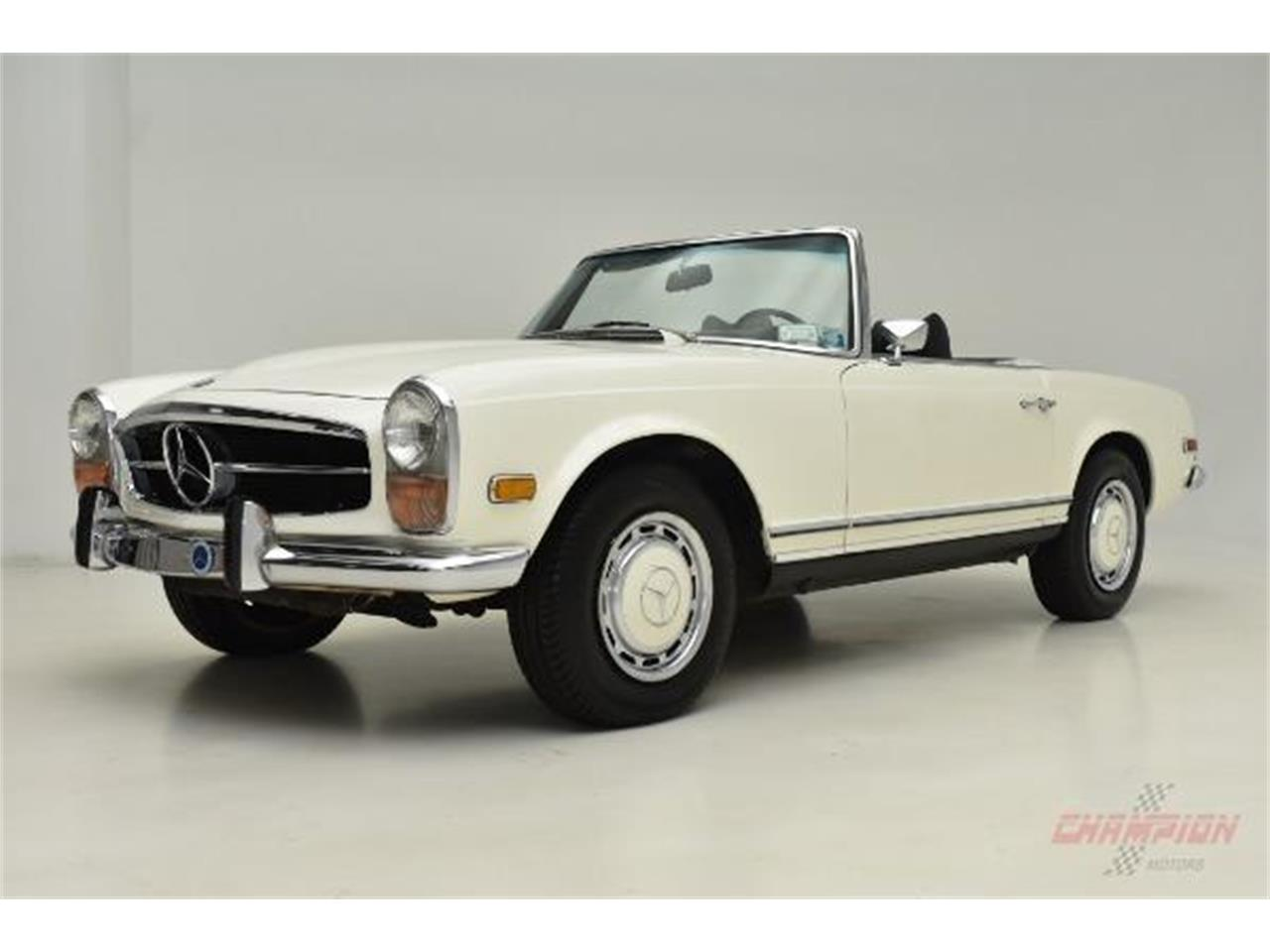 Large Picture of Classic '71 Mercedes-Benz 280SL located in Syosset New York - QE4X