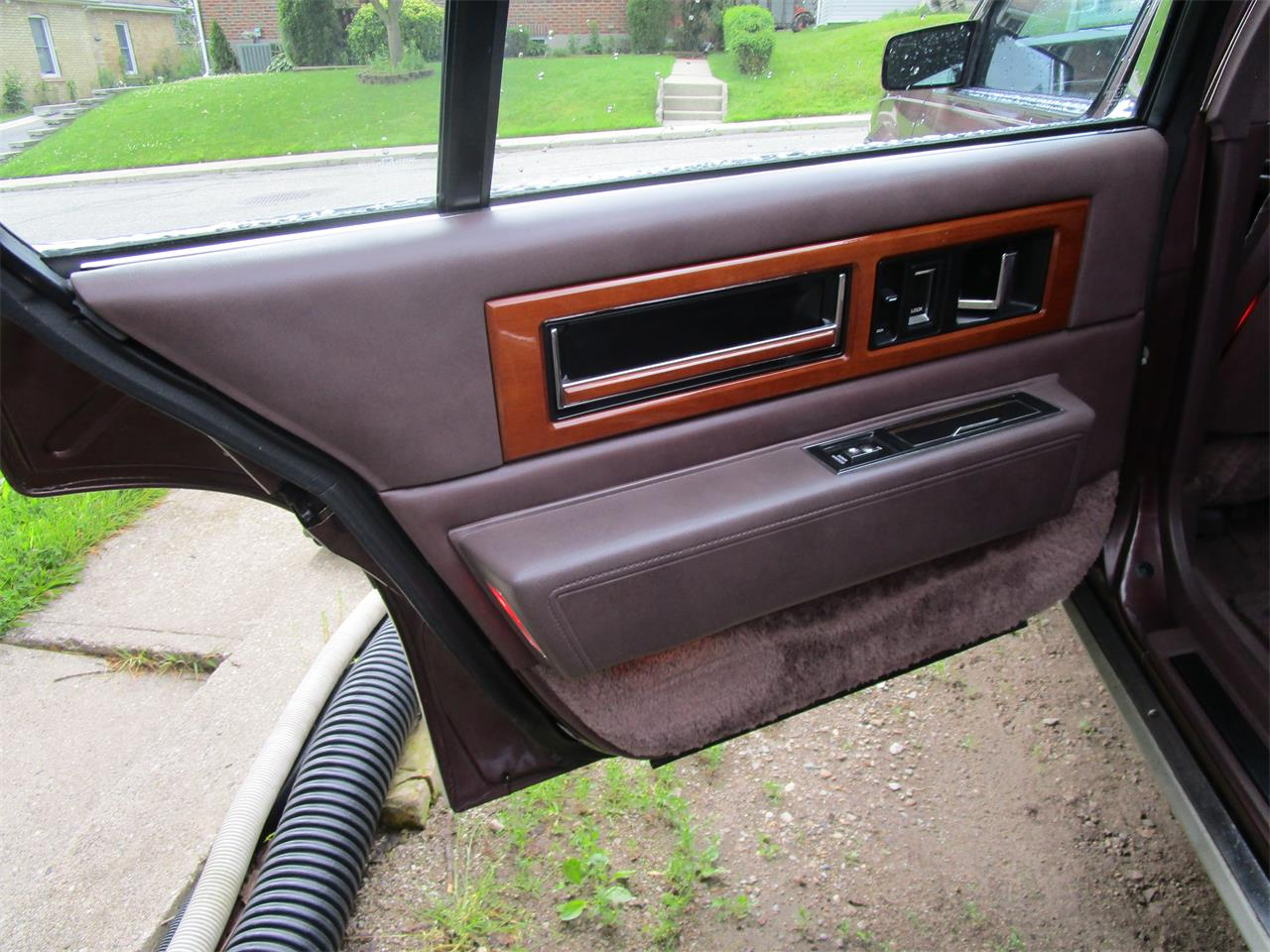 Large Picture of '89 Cadillac Fleetwood located in Ontario Offered by a Private Seller - QE5O