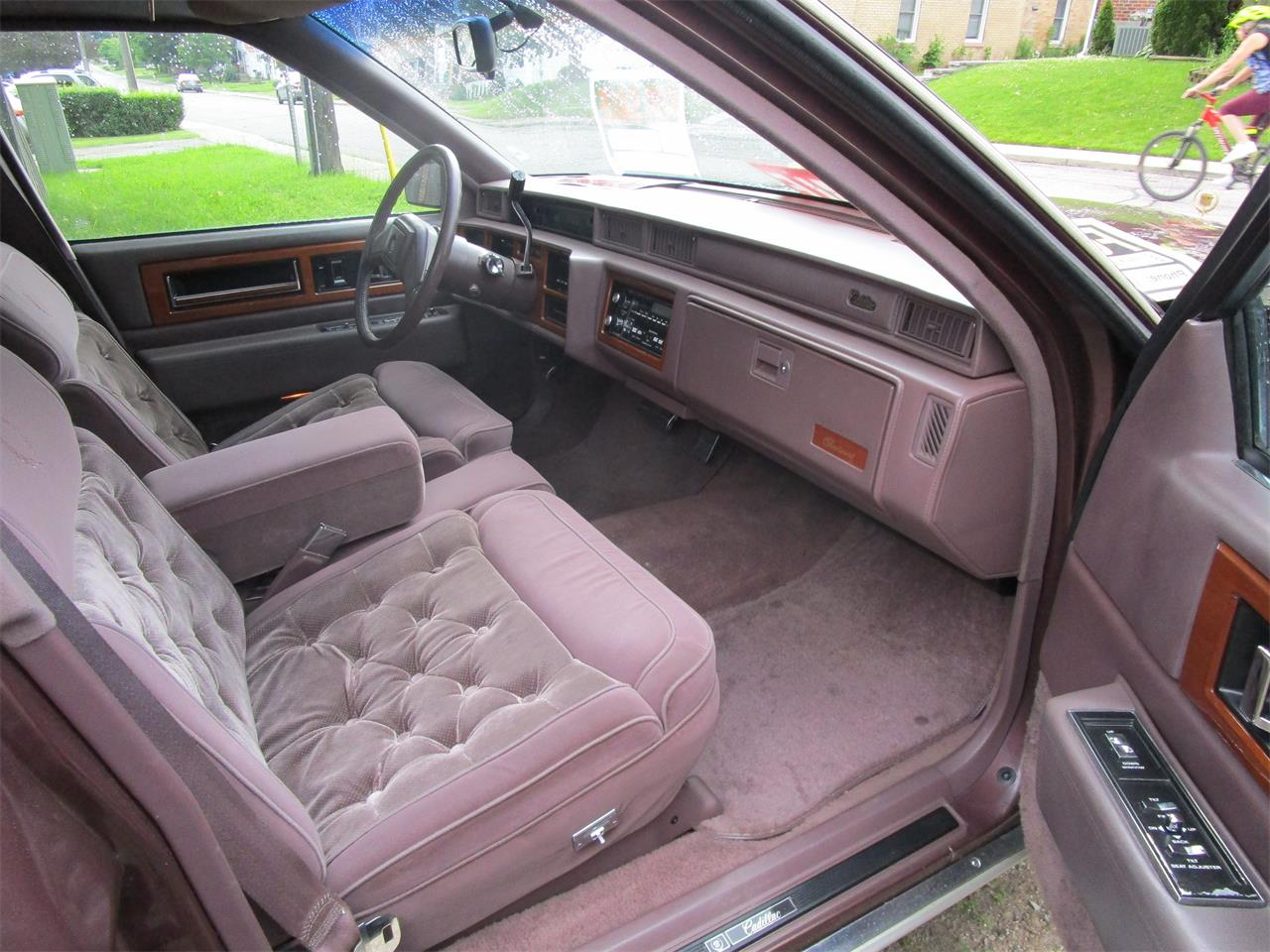 Large Picture of 1989 Cadillac Fleetwood located in Woodstock Ontario - $5,900.00 Offered by a Private Seller - QE5O