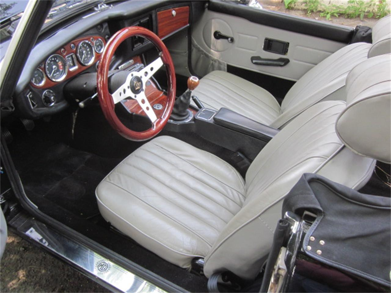 Large Picture of '74 MGB - QE78