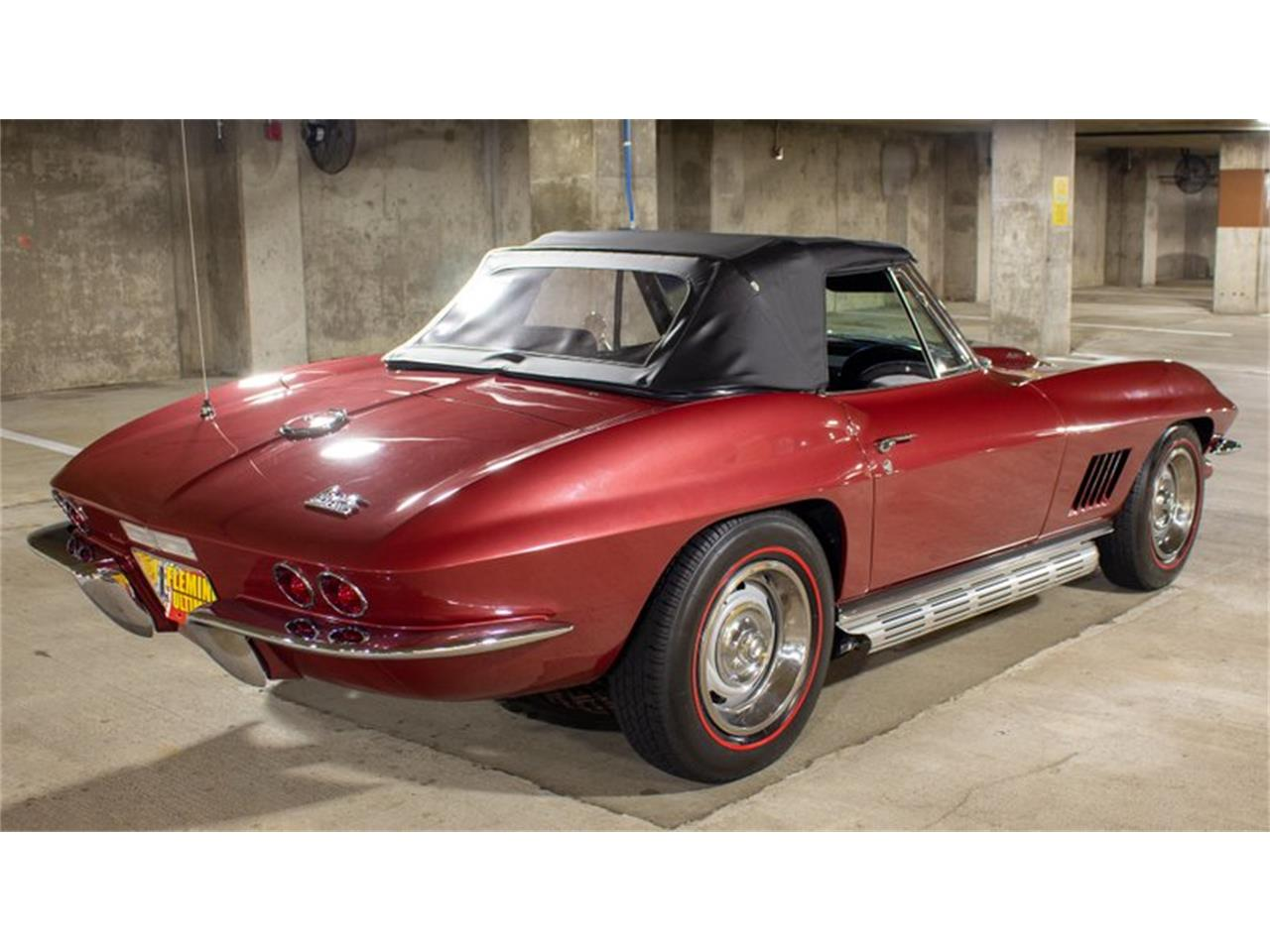 Large Picture of Classic 1967 Corvette - QETF