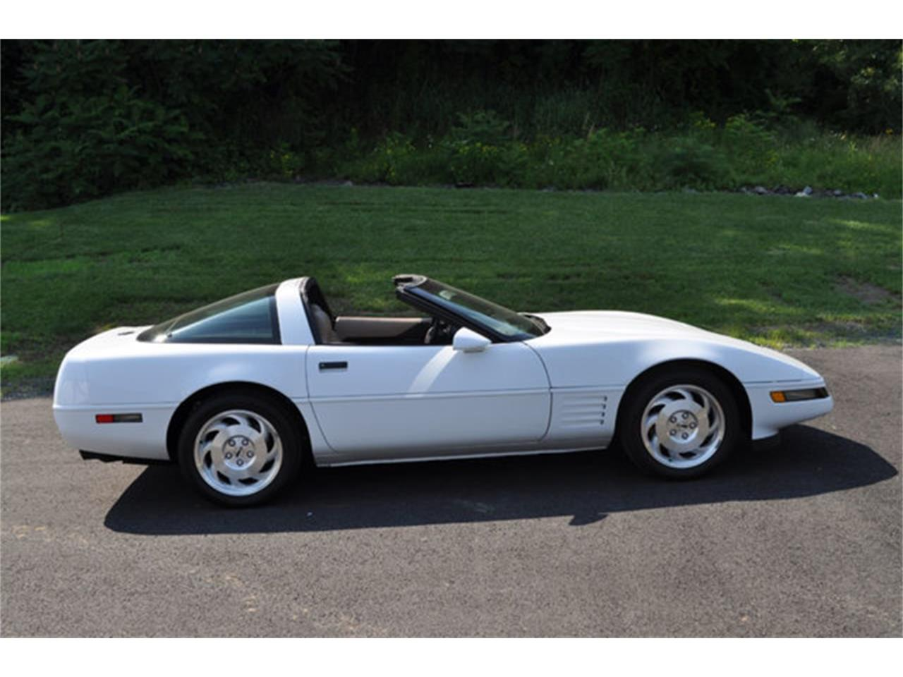 Large Picture of 1994 Chevrolet Corvette - QETU