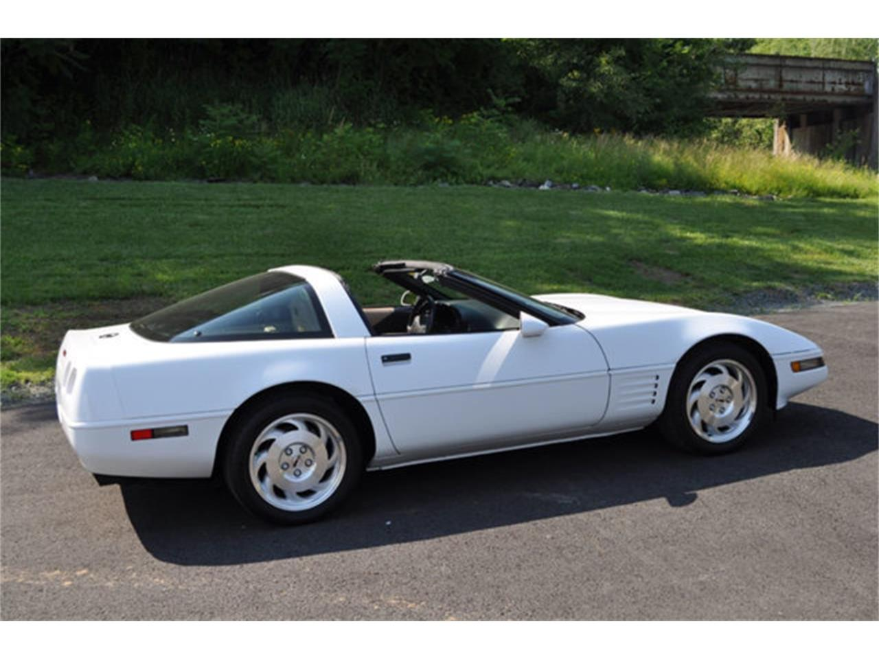 Large Picture of '94 Chevrolet Corvette located in Clifton Park New York - $12,999.00 - QETU