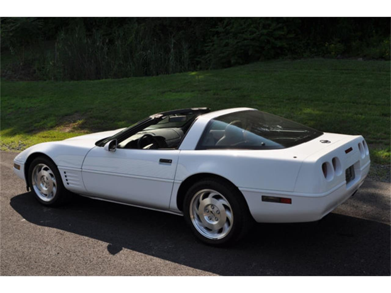 Large Picture of 1994 Chevrolet Corvette located in Clifton Park New York Offered by Prestige Motor Car Co. - QETU