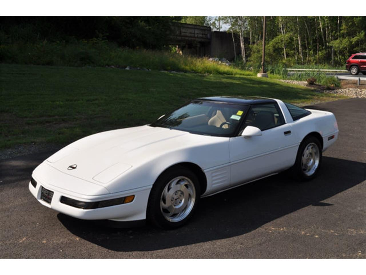 Large Picture of '94 Corvette located in New York - QETU