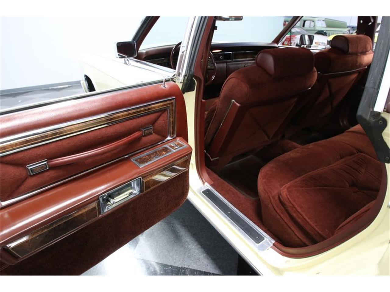 Large Picture of '77 Continental - QG6H