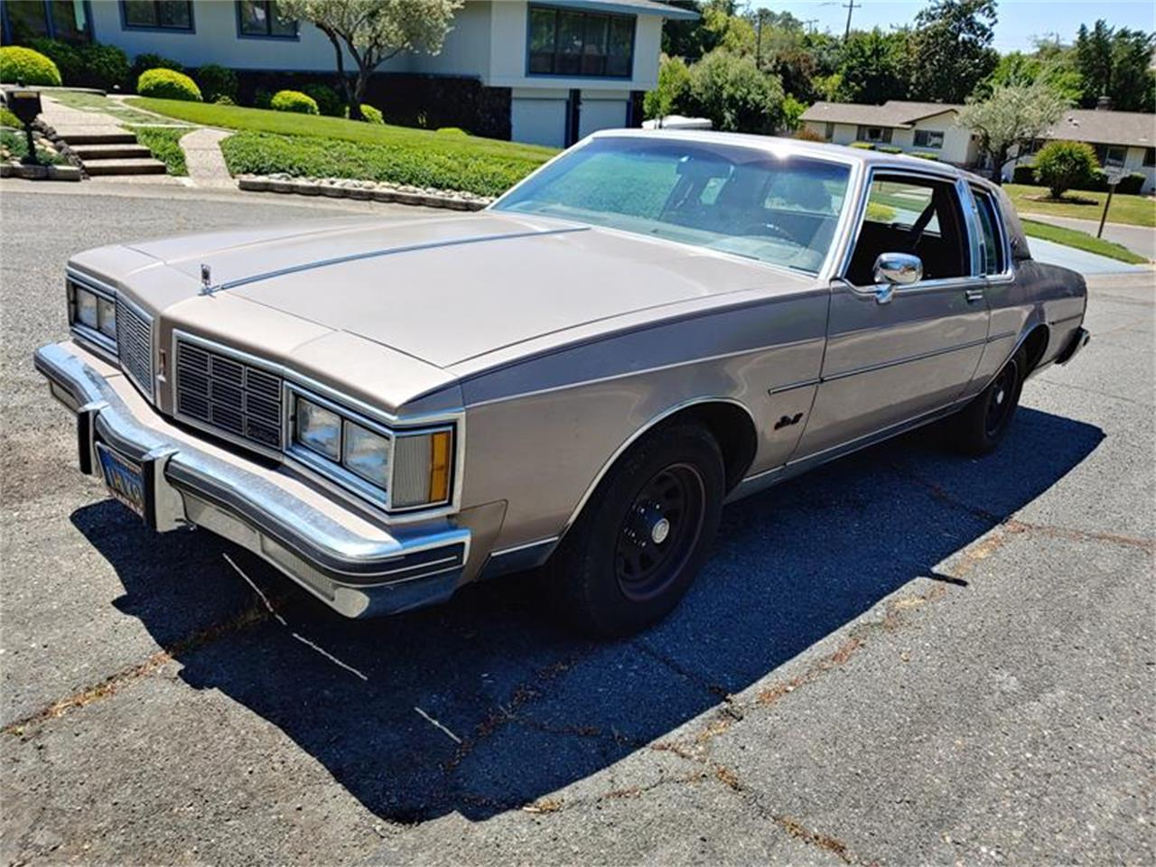 Large Picture of 1983 Oldsmobile Delta 88 - QH3P