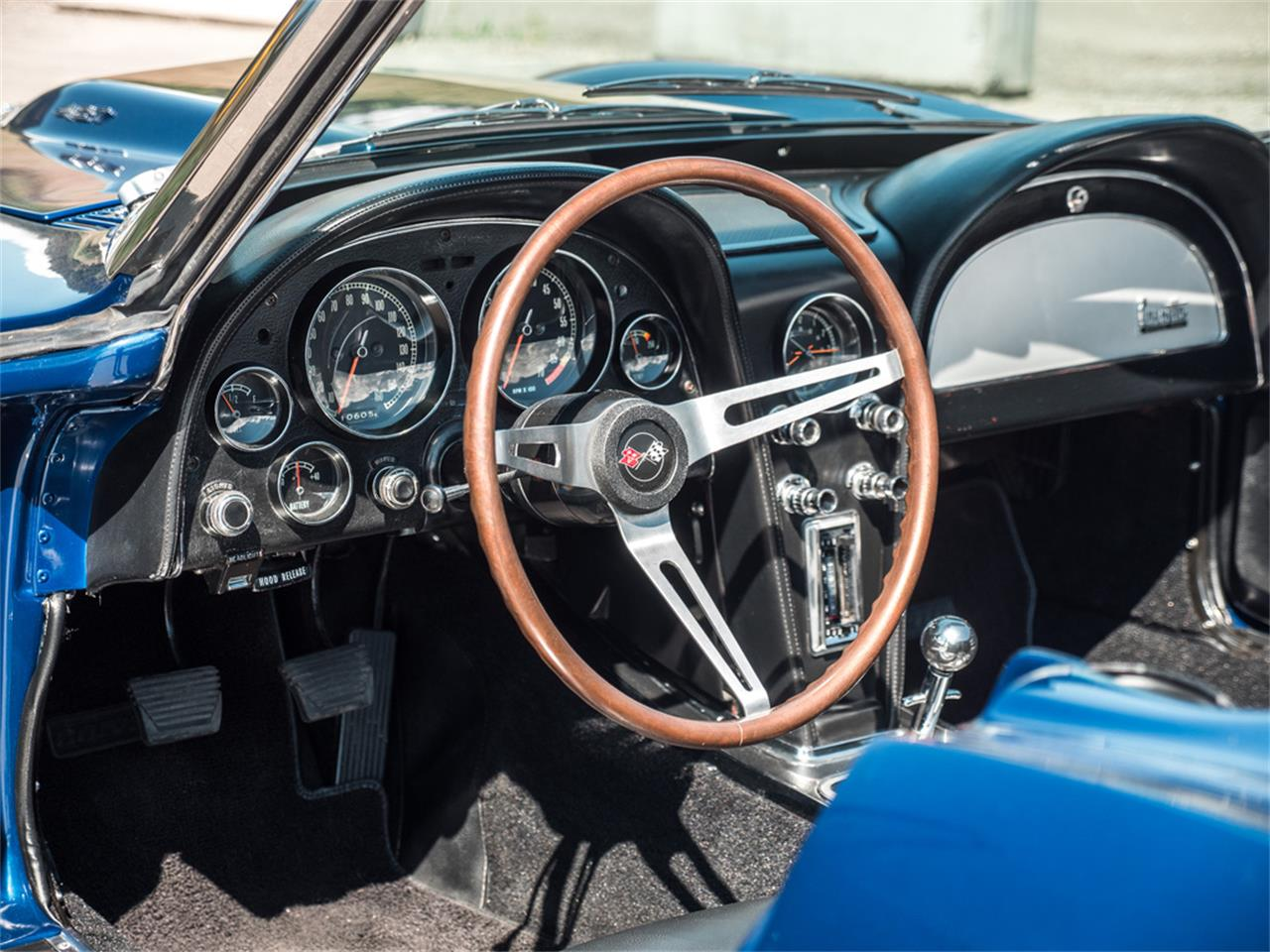 Large Picture of Classic 1967 Corvette - QH6N