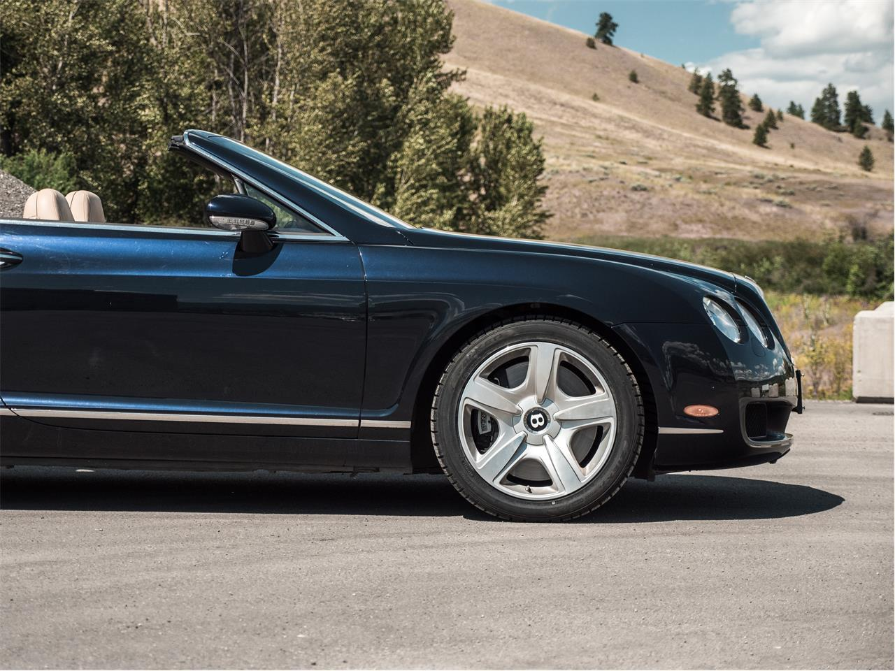 Large Picture of '07 Continental located in British Columbia Offered by August Motorcars - QDHL
