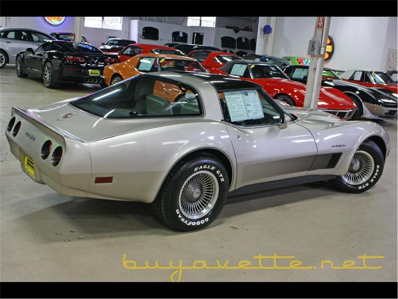 Large Picture of '82 Corvette - QDHZ