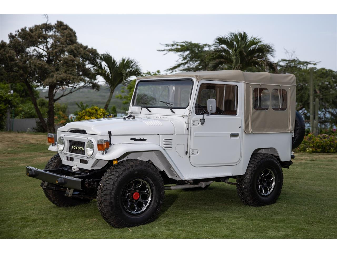 Large Picture of '77 Toyota Land Cruiser FJ40 - QHFH
