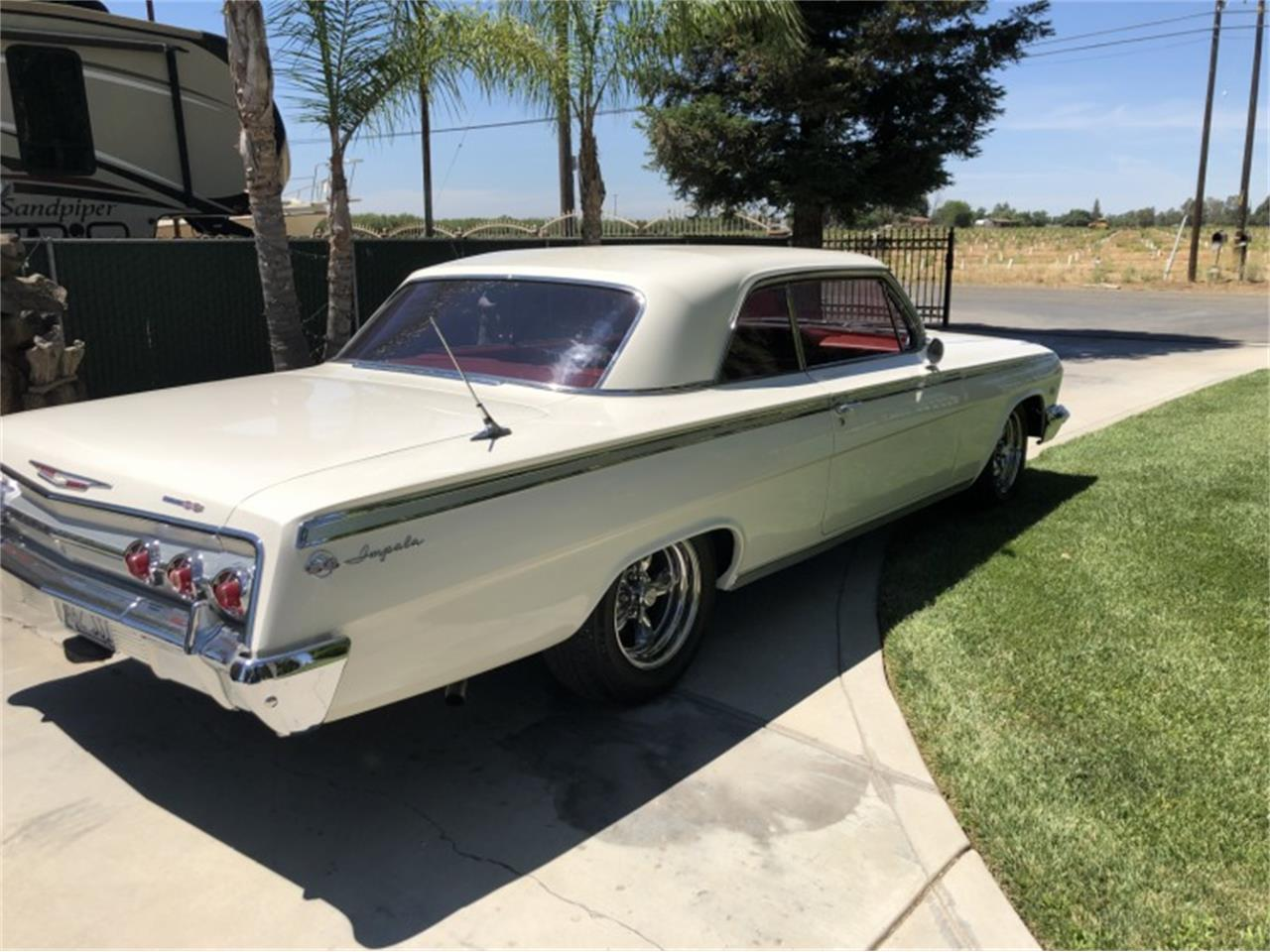 Large Picture of Classic 1962 Chevrolet Impala SS Offered by Motorsport Auction Group 797664 - QIEP