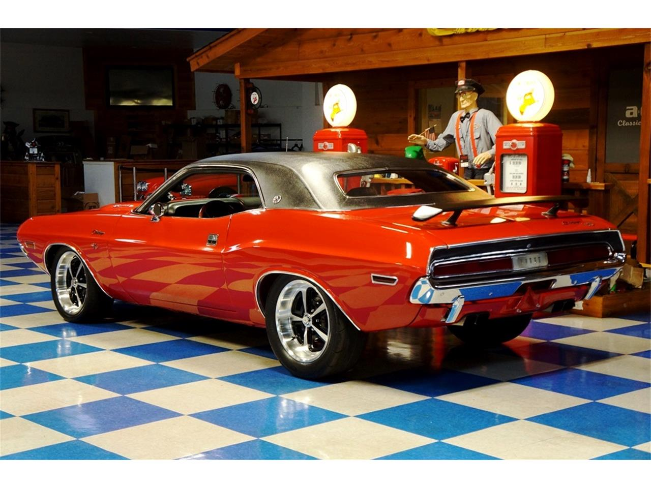 Large Picture of '70 Challenger - QIIR